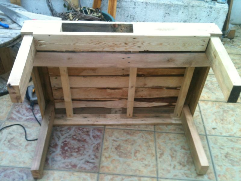 nouvelle table basse cr ations et meubles en bois de palettes recycl es. Black Bedroom Furniture Sets. Home Design Ideas