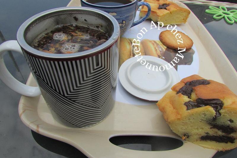 gâteau à la crème fraîche et aux petits chocolats 70 % cacao 013-