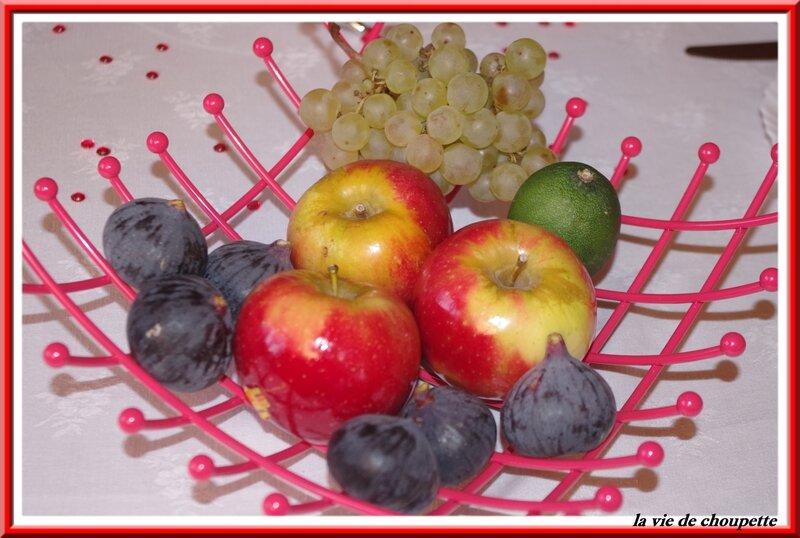 table petit déj rouge et blanche-9