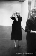1955-01-28-NY-Lexington_avenue-020-1-Marilyn-Monroe-MHG-MMO-CP-22