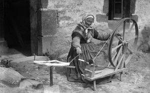 le guerno fileuse au rouet