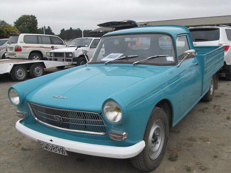 1970_Peugeot_404_Utility_(7138297311)