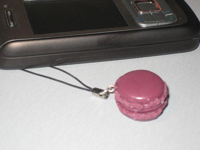 Bijou de portable Macaron au parfum prune
