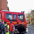 Priorité aux pompiers. Arrêtons nous il n'y pas le feu!