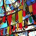 guirlandes multicolores sous tipi yurtao