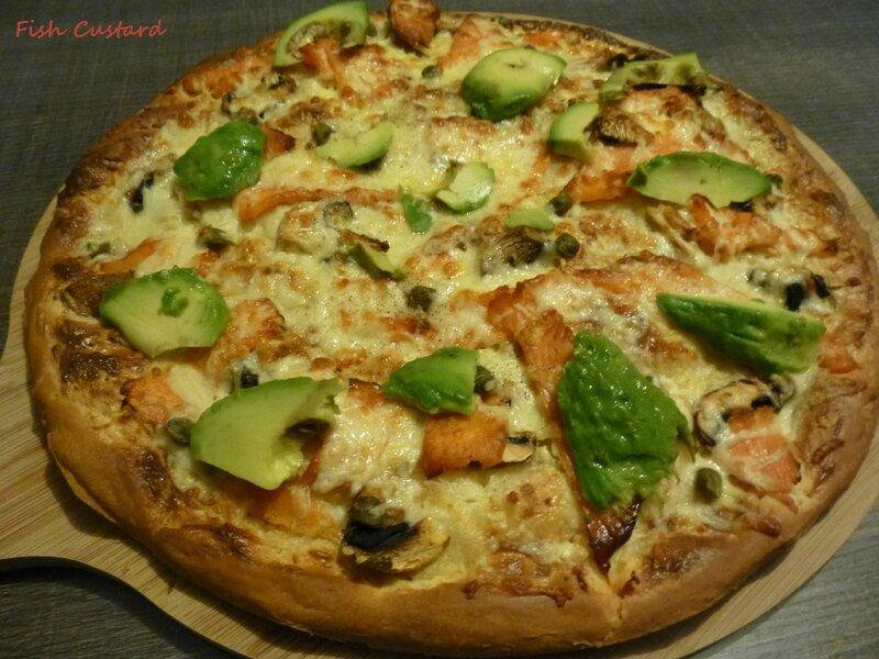 Pizza à pâte épaisse (saumon avocat) (1)