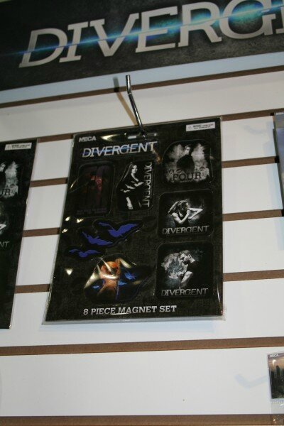 Divergent merchandising 08
