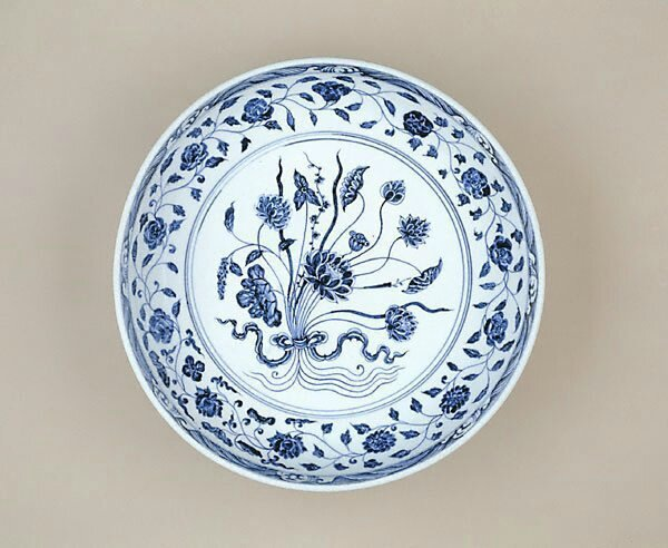 Dish with bouquet design, China, Ming dynasty (1368 - 1644), Yongle period (1403 - 1424), Jingdezhen, Jiangxi Province, porcelain with underglaze blue decoration, 7.4 x 40.9 cm.Bequest of Kenneth Myer 1993, 575.1993. Art Gallery of New South Wales, Sydney