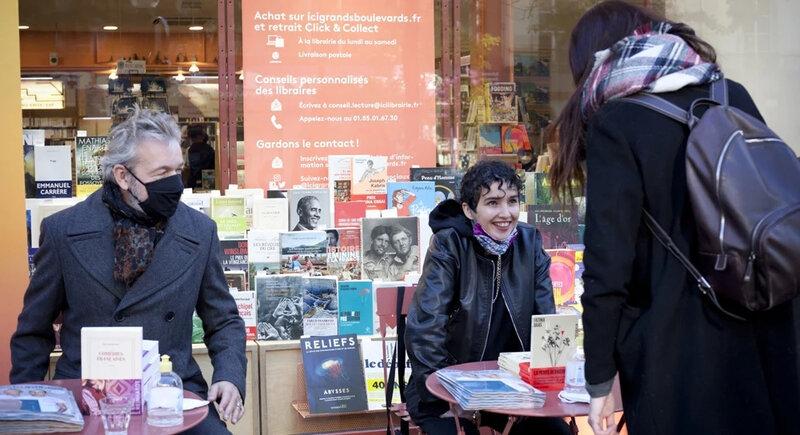 Dédicaces devant une librairie à Paris