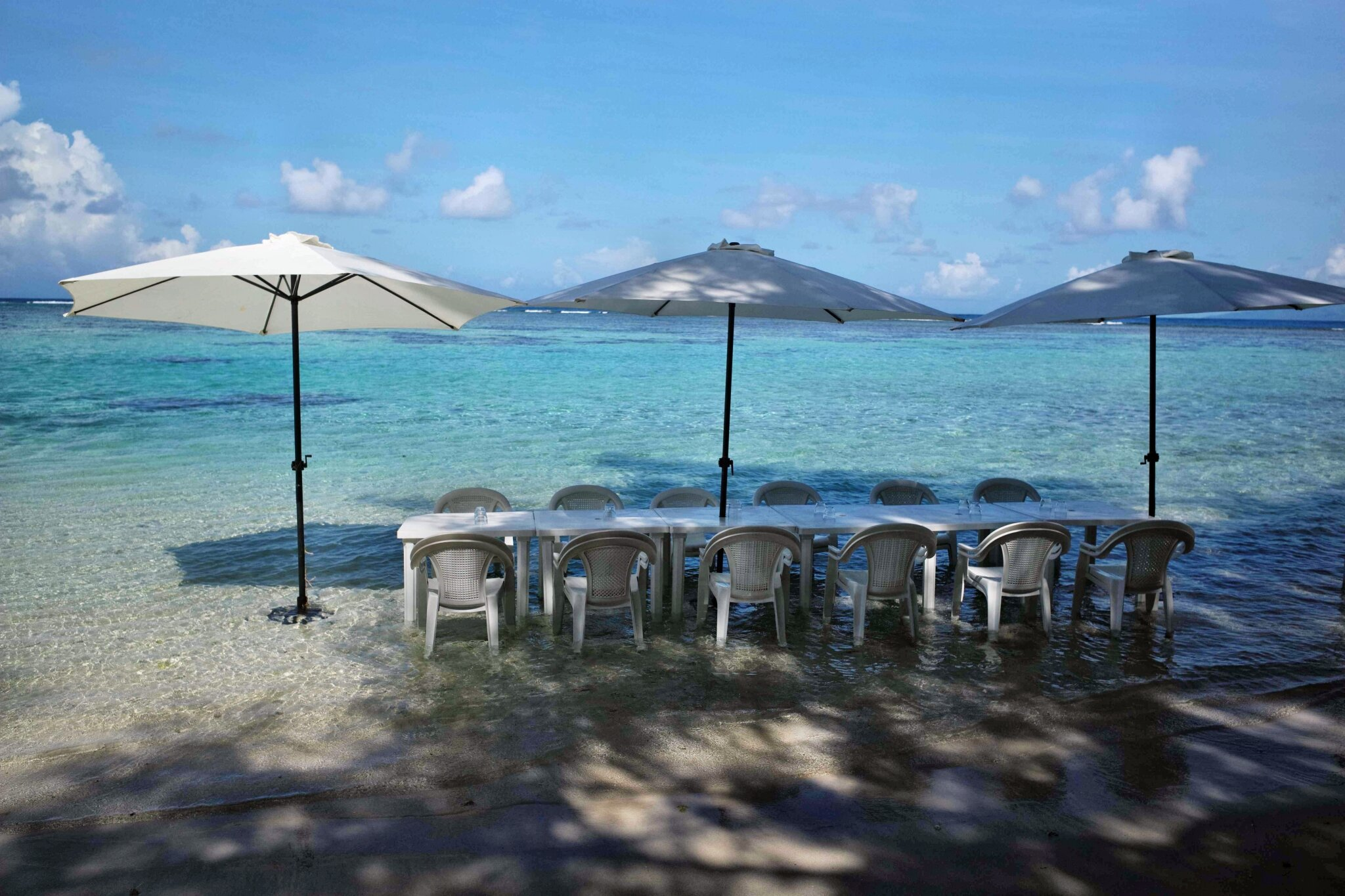 TAHA'A (Île Vanille) 12 - Pique nique pieds dans l'eau