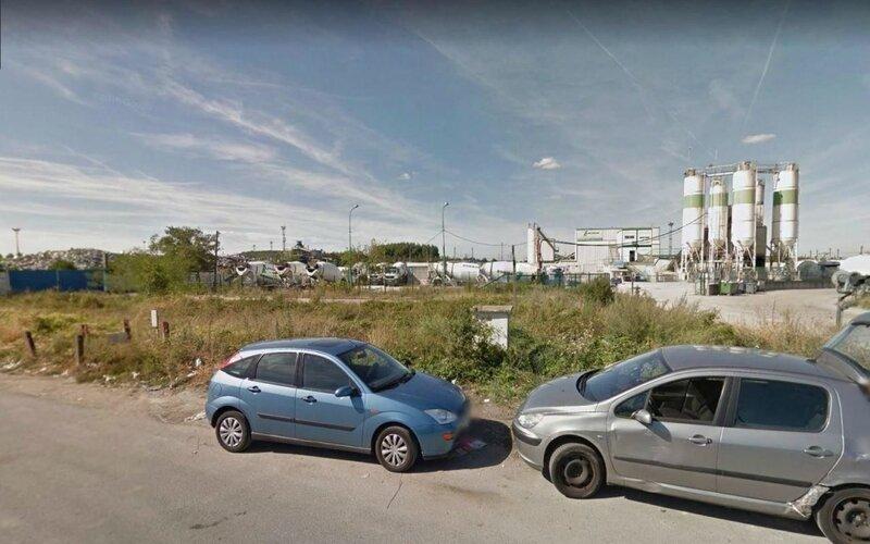 Chelles, août 2015. Le conseil municipal a voté à l'unanimité un protocole préalable, première étape dans l'optique d'un réaménagement pour revaloriser la ZAC sud-triage en partenariat avec PVM, la SNCF et Epamarne. © Google Street View