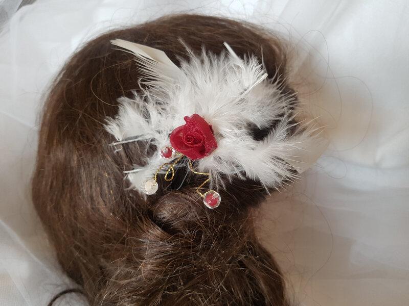 Parure mariage plumes et fleurs rouge bordeaux ivoire (3)
