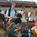 La visita al Pequeño Cottolengo de Rancagua: los coristas e instrumentistas