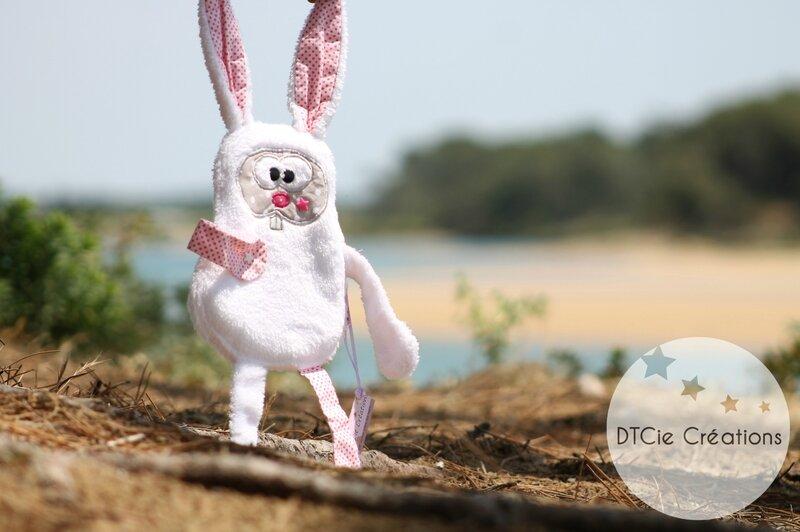 Article de puériculture doudou lapin attache tetine dtcie