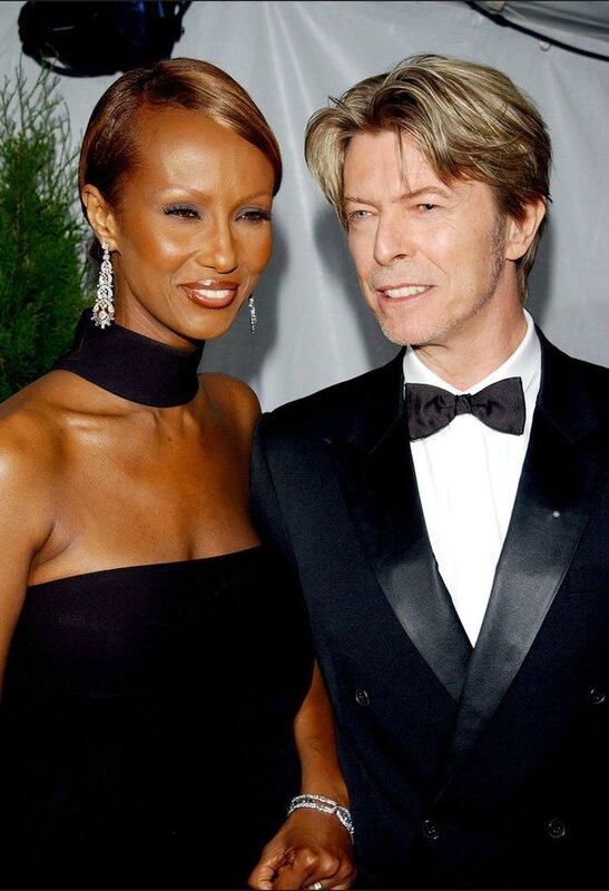 David-Bowie-et-sa-femme-Iman-aux-American-Fashion-Awards-2002_portrait_w674