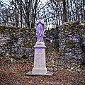 Statue vierge marie, vierge de la libération 14 - 18 de la france au château des essarts magnificat anima mea dominum