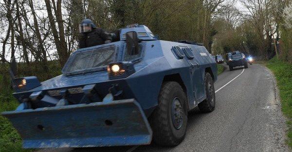 """Gilets jaunes : les blindés """"en marche"""" vers la Capitale"""