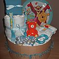 Composition 34 couches T3 , 3 bodies, 1 assiette, cuillère et fourchette, chaussettes, tirelire, anneau de dentition 50€ hfp