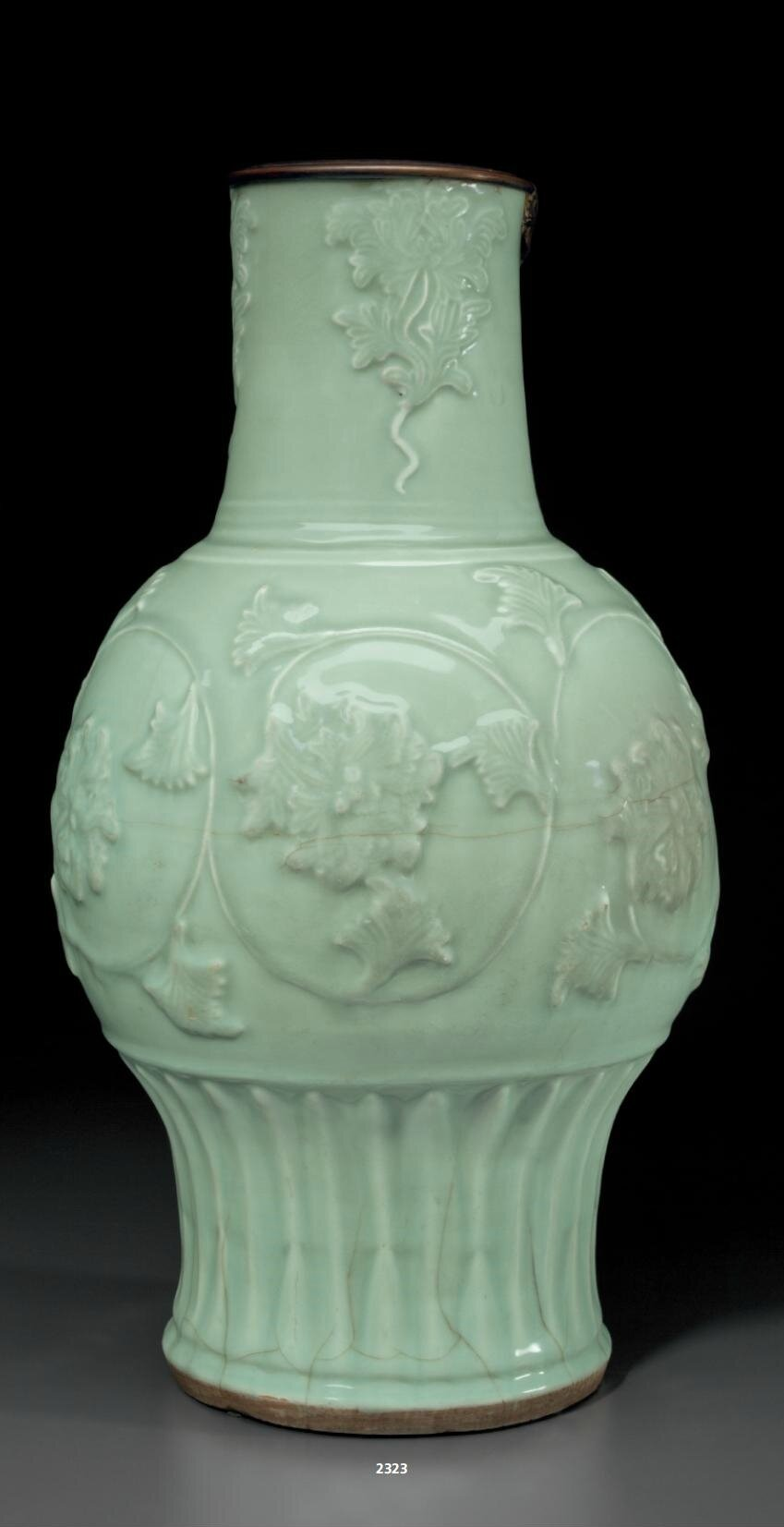 A large Longquan celadon vase, Southern Song-Yuan dynasty, 12th-14th century
