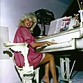 jayne_pink_palace-inside-lounge_main-piano-2-2