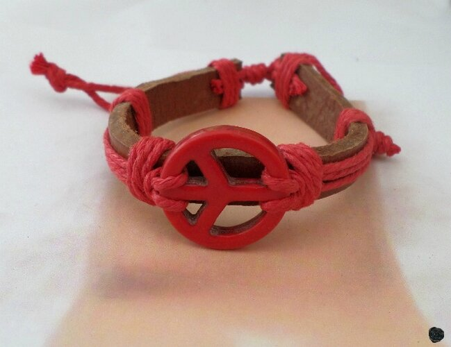 Bracelet De Surfeur Perle Corail Rouge Peace In Love Cuir Marron et Chanvre Rouge