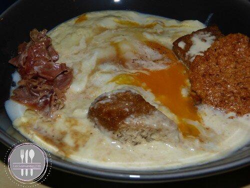 Oeuf basse température crème d'asperge blanche pain de mie en sauce de soja (1)