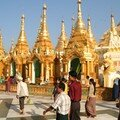 Birmanie / Yangoon / Shwedagon / Pagodons