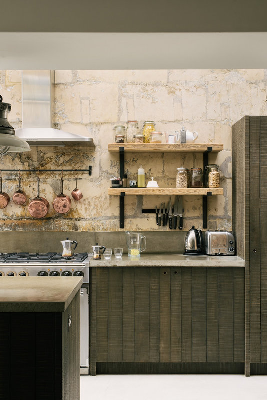 A-Cooks-Kitchen-That-Combines-a-Modern-Rustic-Aesthetic-With-Industrial-Style-4