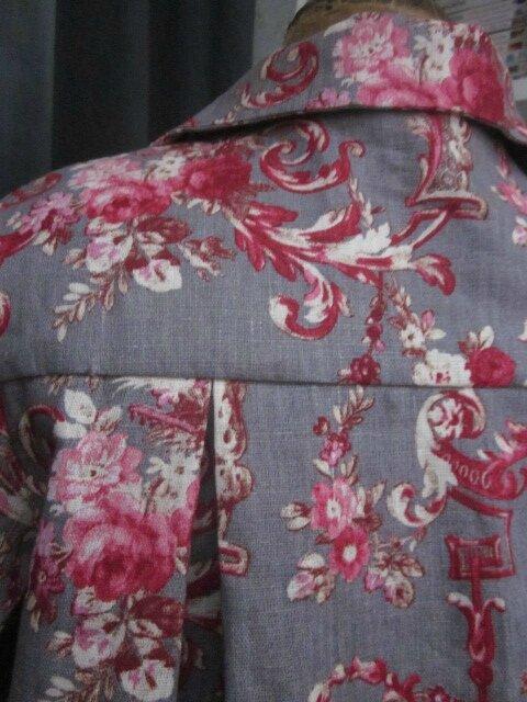 Manteau AGLAE en lin gris imprimé toile de Jouy Pastorale rouge (9)