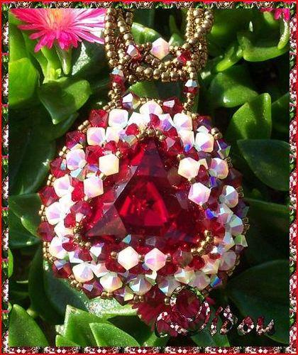 pendentif triade vintage ruby gros plan