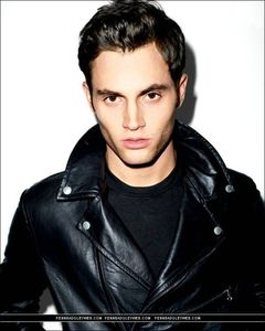 Penn_penn_badgley_4915149_616_770