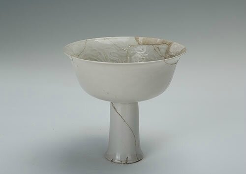 White-glazed high-stemmed bowl with the design of stamping dragon, Yuan Dynasty (1271-1368)