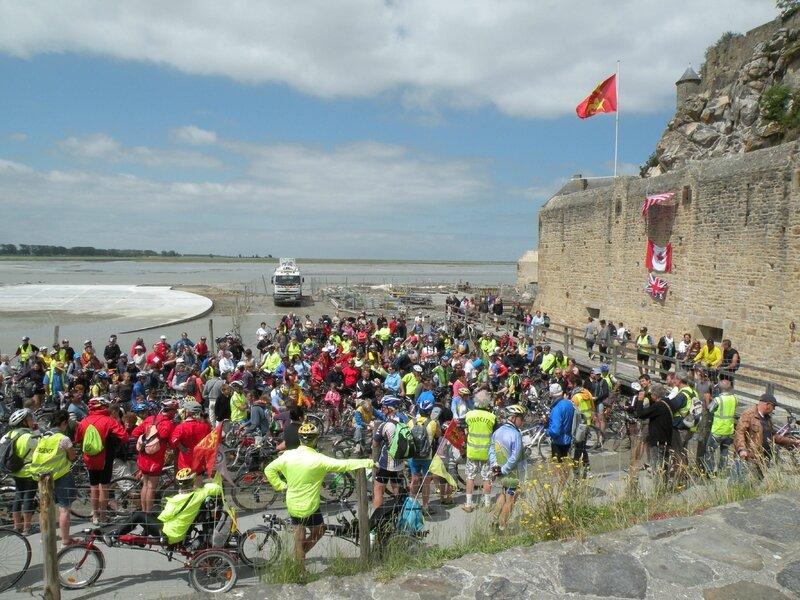Convergence vélo baie Mont-Saint-Michel 15 juin 2014 rempart