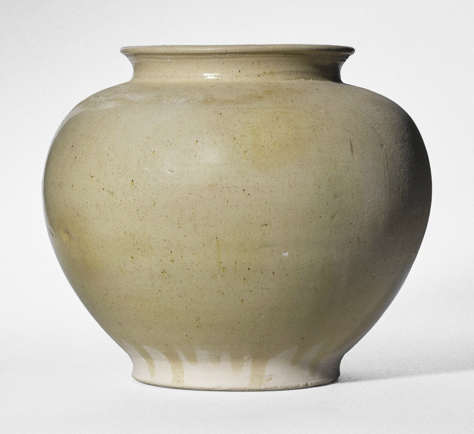 A white-glazed pottery jar, Tang dynasty