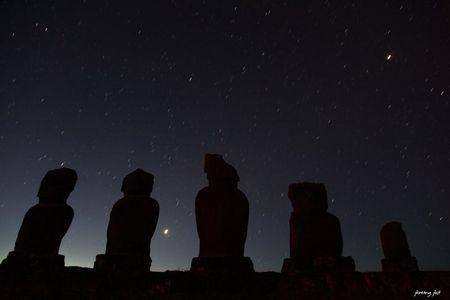 stars and moaï