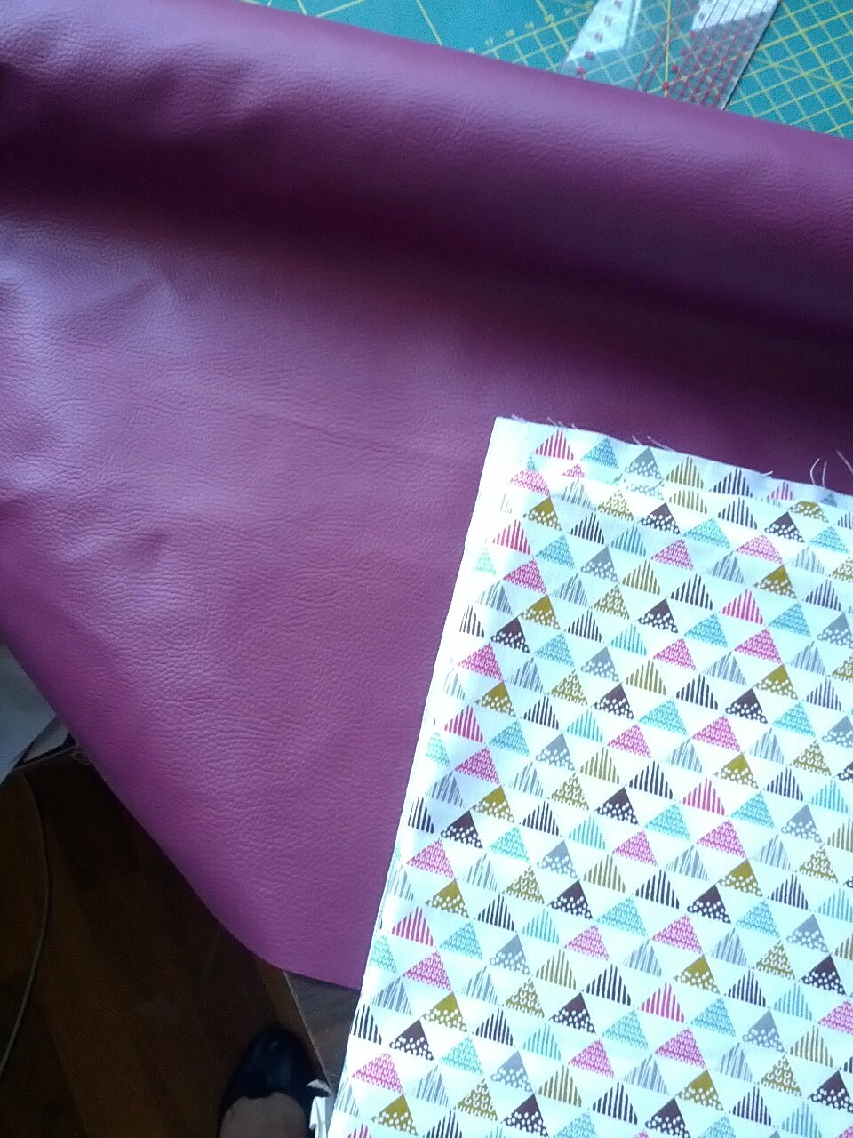Simili violet et coton à triangles
