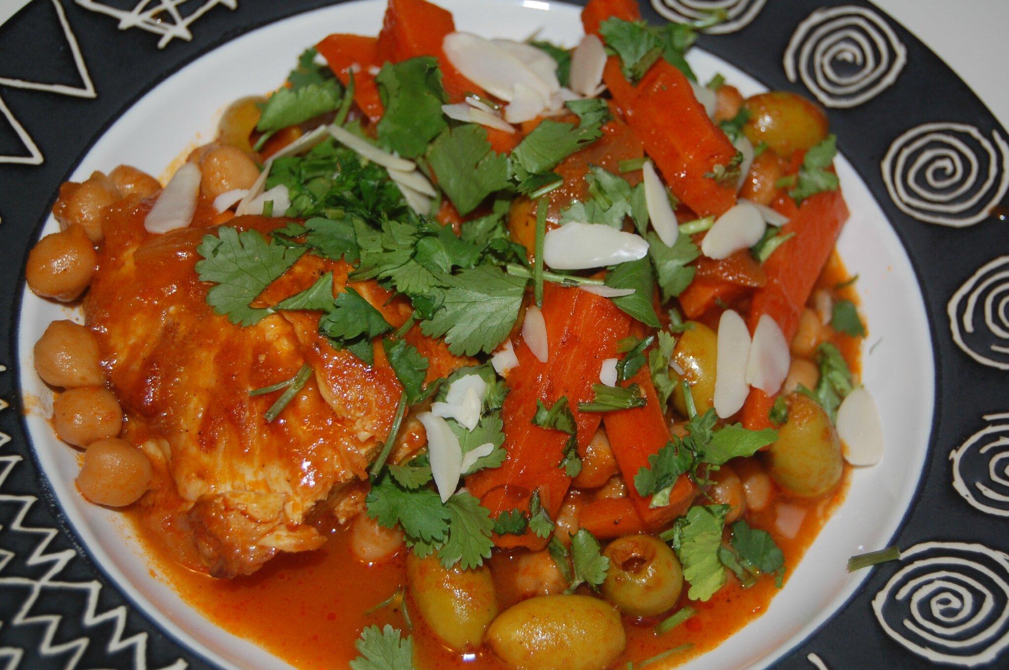 Tajine du maroc ou Tagine de tunisie ? Déguster UN tajine de poulet au pois chiches et olives vertes