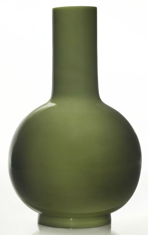 An opaque green glass bottle vase, Qing dynasty, 18th century