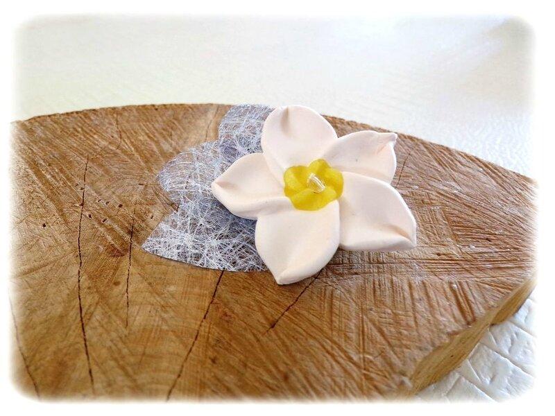 Boutonnière fleur de tiaré blanche