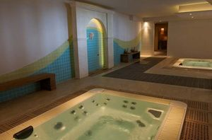 chateau_camiolle_jacuzzi_1_