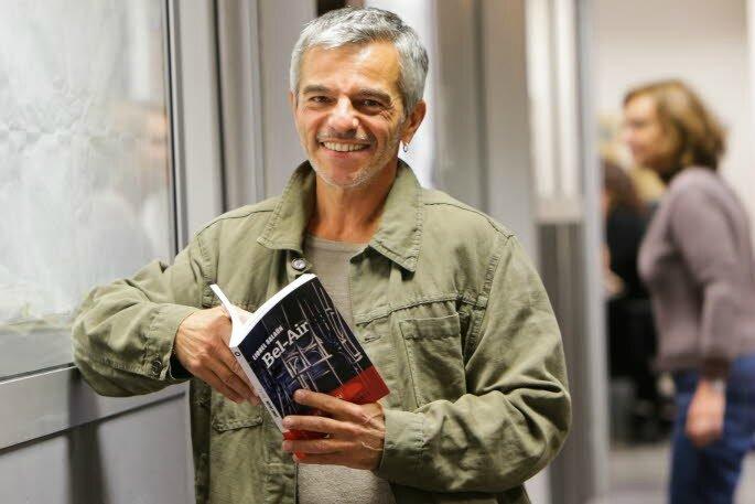 a-59-ans-le-chamberien-connait-enfin-le-succes-grace-a-retour-de-jim-lamar-recompense-par-12-prix-litteraires-son-second-roman-bel-air-vient-de-sortir-un-retour-imaginaire-dans-sa-ville-natale-a-la-fin-des-annees-50