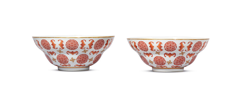 2019_HGK_16695_0047_000(a_pair_of_iron-red_and_gilt-decorated_bats_and_shou-character_bowls_da)