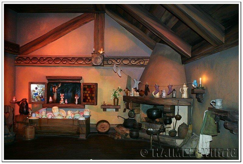 La maison des 7 nains willy disneyland paris - Maison blanche neige et les 7 nains ...