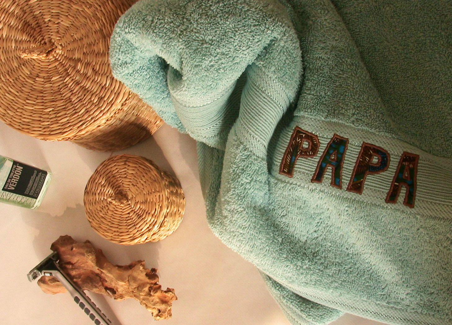 1 - Vue du dessus serviette brodée PAPA