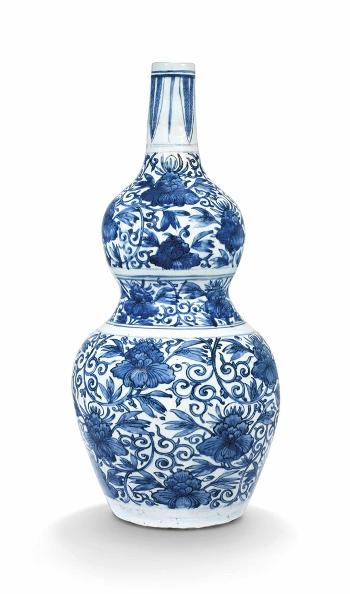 A large blue and white double-gourd shaped vase, Ming dynasty, Wanli period (1573-1619)