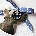 Ange de berceau personnalisé avec mini Croix en argent massif (sur ruban fond bleu petites étoiles blanches) - 45 €