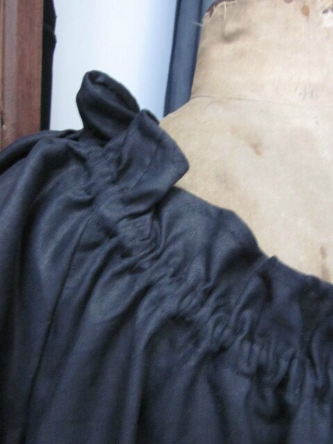 Robe Albane en lin noir rallongée de 20 cm taille 58 (4)
