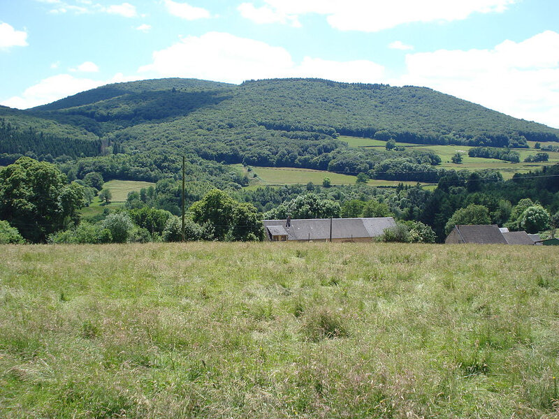 1024px-Mont_Beuvray,_vue_du_nord