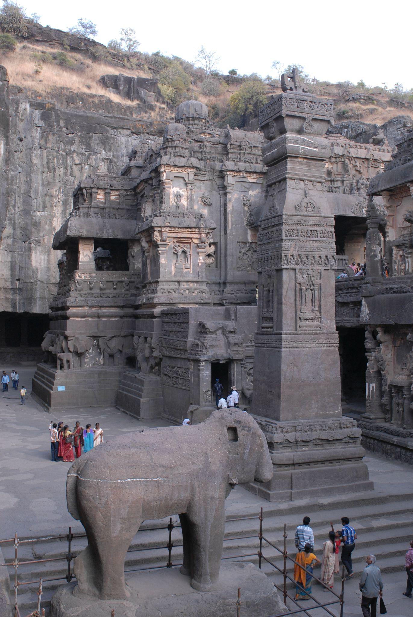 Temple Kailasha, sanctuaire creusé dans la roche. Ellora