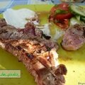 Côtes d'agneau marinées à la grecque.